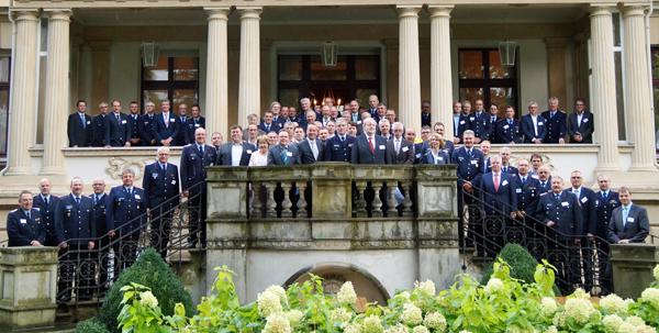 Die geehrten Partner der Feuerwehr 2017 mit den Abordnungen der Freiwilligen Feuerwehren und Niedersachsens Innenminister Boris Pistorius (mittig, 1. Reihe)